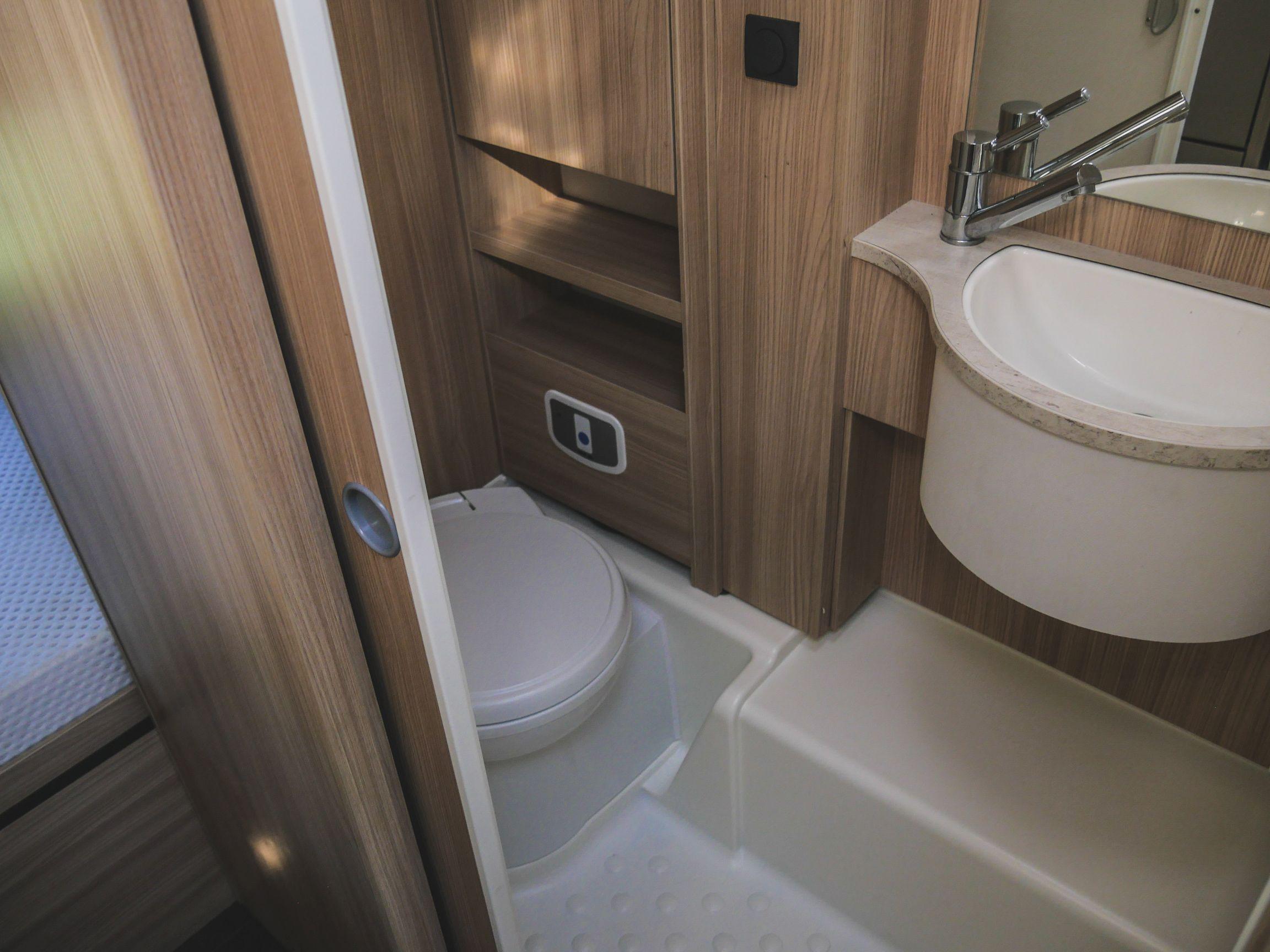 Bürstner A 660 interiér koupelna