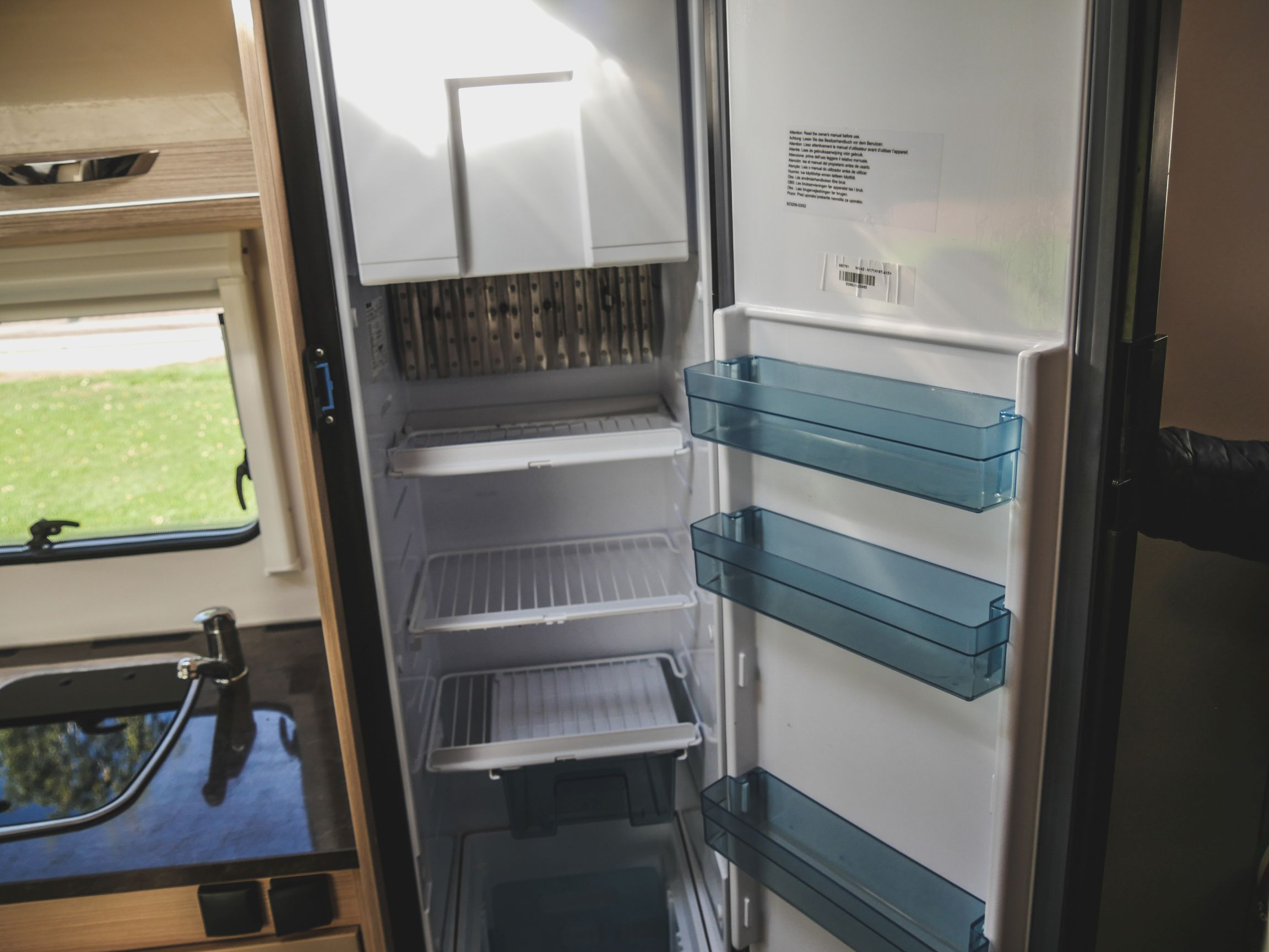 Bürstner A 660 interiér lednice