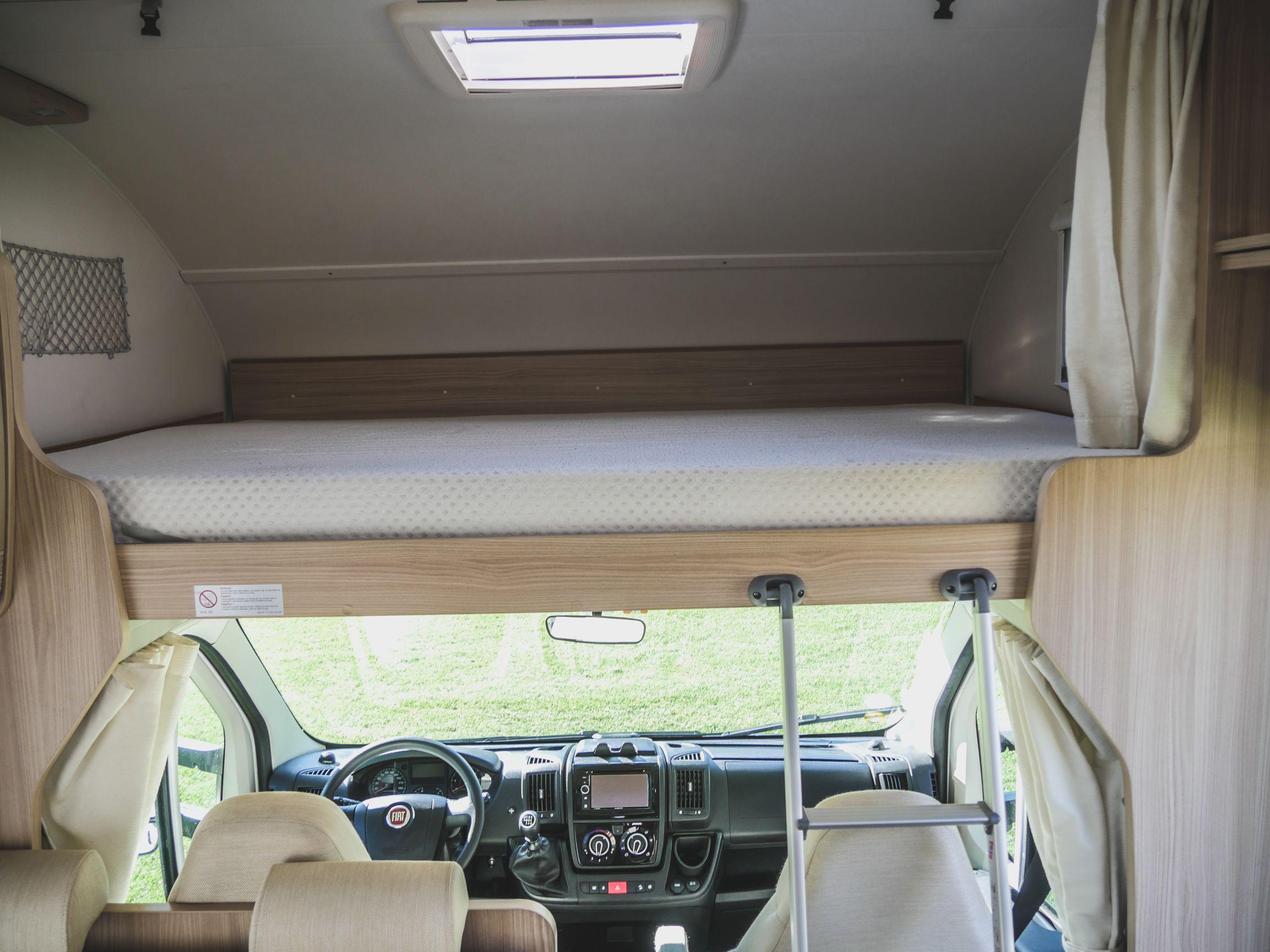 Bürstner A 660 interiér kabina řidiče