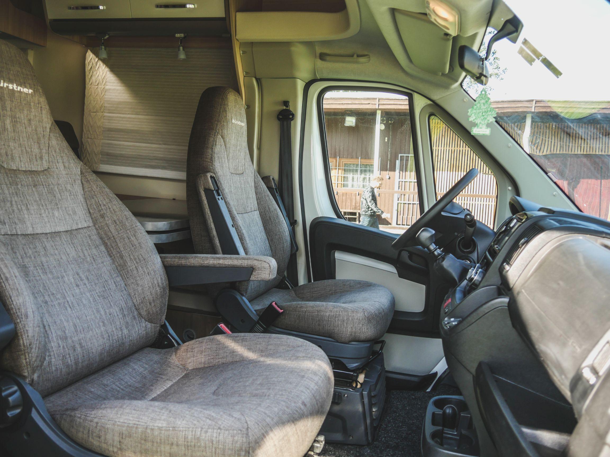 Bürstner T 700 interiér kabina řidiče
