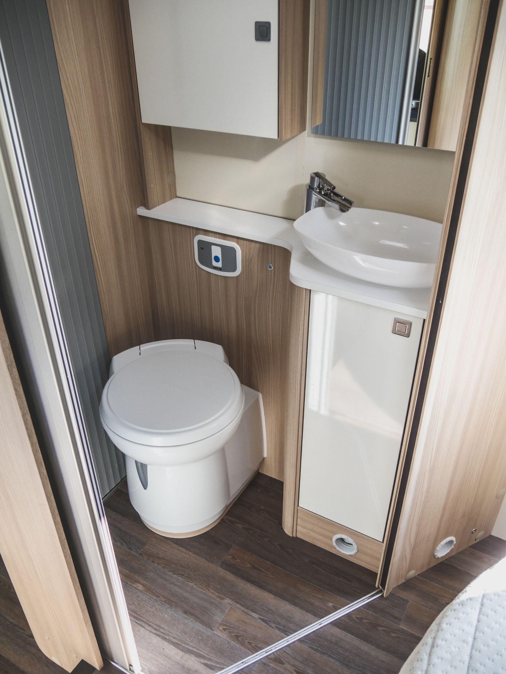 Bürstner T 700 interiér koupelna