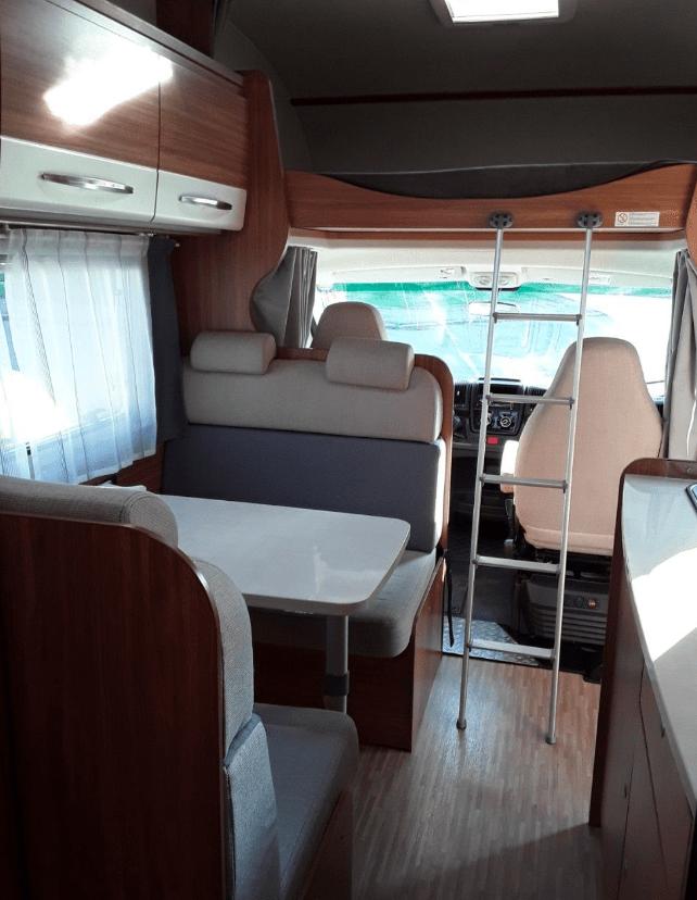 Carado A 464 prostor za kabinou